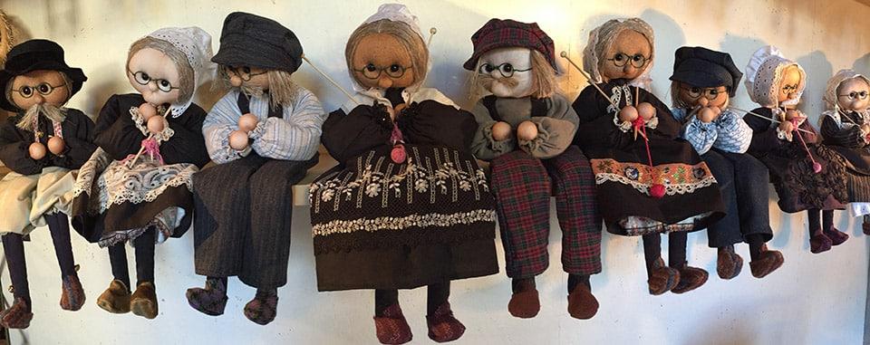 Une collection de Poupées Grand-Mère et Grand-Père